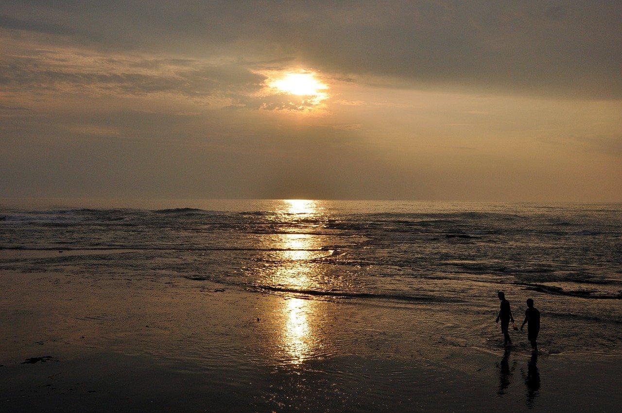 ジャカルタから行ける観光地アニェール