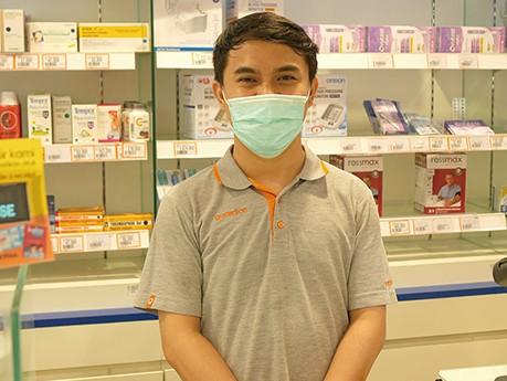 インドネシア、ジャカルタでコロナ問題を薬局スタッフにインタビュー